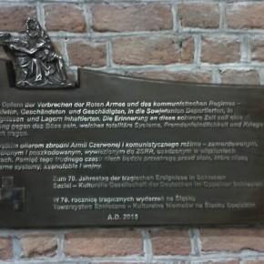 Tafel für die Opfer der Oberschlesischen Tragödie in der Oppelner Kathedrale