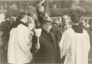 Prälat Oskar Golombek (Mitte) organisierte 1967 eine Reise für Vertriebene nach Italien aus Anlass das 700. Jubiläum der Heiligsprechung Hedwig von Andechs, die am 26. März 1267 von Papst Clemens IV. in Viterbo heiliggesprochen wurde.