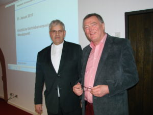 Vertriebenenbischof Dr. Reinhard Hauke (links) mit dem Vorsitzenden des Heimatwerkes Dr. Bernhard Jungnitz Foto: Johannes Rasim
