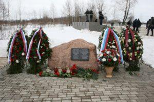 An die Katastrophe erinnert in Smolensk u.a. dieser Gedenkstein. Foto: Happa/Wikimedia Commons