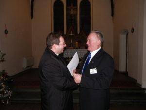 Josef Marek (rechts) setzte sich auch für die Ökumene ein. Hier mit dem evangelischen Pfarrer Dariusz Dawid in der Kandrziner evangelischen Kirche Foto: Klaudia Kandzia