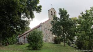 Foto: Z zewnątrz kościół w Wołczy Wielkiej wygląda ładnie, w środku jest już gorzej. Foto: Lech Augustyński