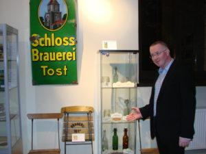 Maciej Mazur bei der Ausstellungseröffnung Foto: Johannes Rasim
