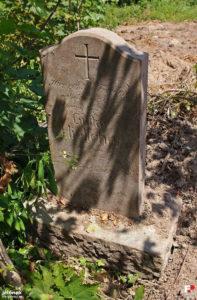 Eine der Grabplatten auf dem evangelischen Friedhof in Zobten am Bober  Foto: Jelonek/Fotopolska.eu.