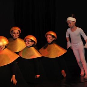 Triadic Dance: Bauhaus trifft Folklore