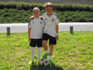 Młodzi fani reprezentacji Niemiec ze Śląska.