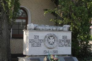 Kontrowersje budzą w szczególności symbole militarne umieszczone na pomniku. Foto: Katarzyna Urban