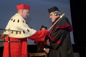 Prof. Blarra (z prawej) doceniło szerokie grono UWM.  Foto: UWM