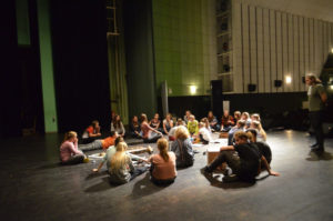 Die Workshopgruppe setzte sich sowohl aus jüngeren wie auch älteren Jugendlichen zusammen. Foto: TSKN.