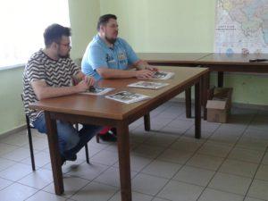 Im DFK Reinschdorf trafen sich Geschichtsliebhaber mit dem Ideengeber Tomasz Kandziora und dem Zeichner des Comics Tomasz Maruszczak. Foto: M. Leibig