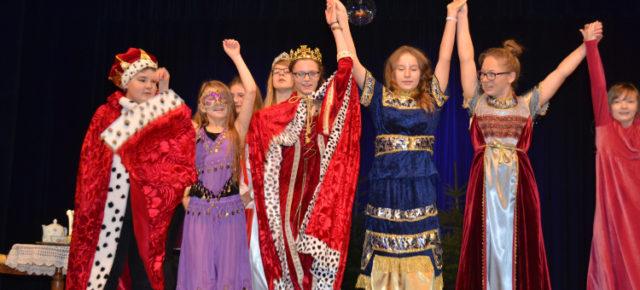 Jugend macht (wieder) Theater
