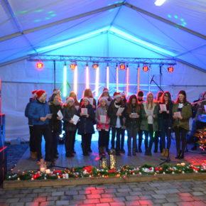 Schlesien Journal: BJDM-Weihnachtsmarkt / Strohkrippe in Grocholub