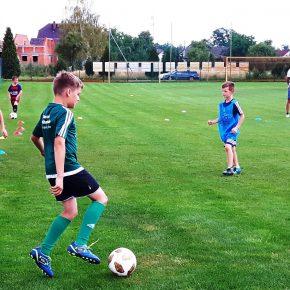 Junge Kicker im Fußballfieber (+Audio & Video)