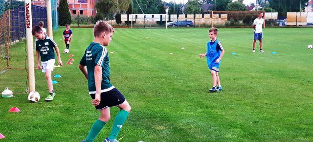 Junge Kicker im Fußballfieber (+Audio)