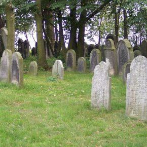 Schlesische Nekropolen: Herbstliche Spaziergänge auf Friedhöfen